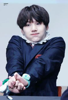 Oh my god! Yoongi looks so cute & squishy