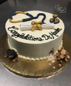 Nursing Graduation Cakes, Graduation Party Desserts, Graduation Cake Designs, Dog Cake Topper, Fondant Cake Toppers, Fondant Cakes, Creative Cake Decorating, Creative Cakes, Cookie Decorating