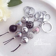 Handmade Keychains, Handmade Beaded Jewelry, Beaded Jewelry Patterns, Handmade Bracelets, Wire Jewelry Designs, Jewelry Crafts, Bling Purses, Chunky Beads, Bijoux Diy