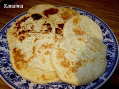 Esta noche he querido hacer unas arepitas andinas, tenía ganas de cenar con una rica arepita de mi tierra, como saben se hace con harina d...