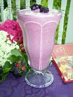 TheKitchenCookie: Black Raspberry Vanilla Milkshake