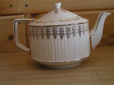 ANTIQUE, PORCELAIN TEAPOT BY SADLER MADE IN STAFFORSHIRE ENGLAND/ STAMPED 309S