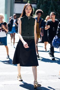 "marieahh: ""Sun Feifei at NYFW by Sandra Semburg "" Embrace your inspired fashion. Spring Summer Fashion, Autumn Winter Fashion, Winter Style, Urban Fashion, Net Fashion, Models Off Duty, Denim Fashion, Street Wear, Style Inspiration"
