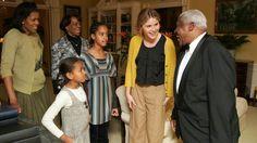 These Photos Of Malia and Sasha Obama's First White House Visit Are the Cutest Malia Obama, Barack Obama, Jenna Bush Hager, Michelle Obama, Obama Daughter, First Daughter, Obama Sisters, White House Staff, Presidente Obama