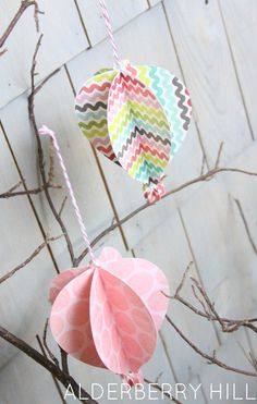Paper Hot Air Balloons by Alderberry Hill.xmas ornaments from the prior years' xmas cards. Good project for kids Mobile opt 2 Diy Craft Projects, Projects For Kids, Diy Crafts, Craft Ideas, Scrapbook Paper Crafts, Scrapbooking, Diy Hot Air Balloons, Cute Kids Crafts, Up Theme