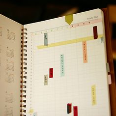 This is really cool.  Used as shown, your planner becomes a work of art as you go along!  I need this planner :)    www.invitel.us - Agenda