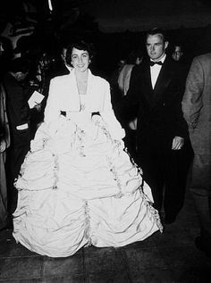 Elizabeth Taylor arriving at the 21st Annual Academy Awards