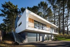 Image 27 of 38 from gallery of House in Crozon & Agence d& Pierre-Yves Le Goaziou. Photograph by Pascal Léopold Prefabricated Houses, Beautiful Home Designs, Steel House, Modern Exterior, Exterior Design, Modern House Plans, Made In France, Residential Architecture, Modern Architecture