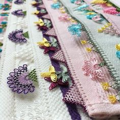 Needle lace towel edge models 2018 Needle lace lovers are nice to find beautiful and various needle Knitted Poncho, Knitted Shawls, Simple Eyeshadow Tutorial, Knit Shoes, Sunflower Tattoo Design, Needle Lace, Thread Work, Homemade Beauty Products, Sweater Design