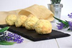 Questi dolcetti morbidi al cocco sono uno spettacolo perché sono buoni e velocissimi da fare. La mia amica Flavia, da quando le ho dato la ricetta,li fa