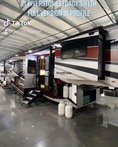 Luxury Campers, Luxury Motorhomes, Motorhome Interior, Rv Interior, Luxury Rv Living, Toy Hauler Camper, Luxury Van, Rv Homes, Van Home