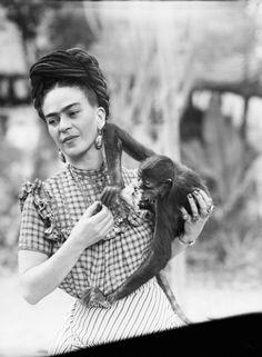 Frida Kahlo con la sua scimmietta, 1944, Mexico City