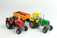 Check out these neat tractors by Vladimir Drozd ( who proves that you don't need a lot of pieces to build awesome vehicles Red Tractor, Tractors, Lego Videos, Lego Architecture, Lego News, The Brethren, Lego Moc, Cool Lego, Lego City