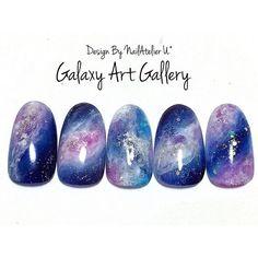 """海外で話題となった""""galaxy nail(ギャラクシーネイル)""""「宇宙ネイル」とも呼ばれています。幻想的な色合いが魅力的ですよね。青を基調としたギャラクシーネイルデザインとパステル調色味が特徴のパステルギャラクシーネイルのネイルデザインをまとめてみました。次のネイルの参考にしてくださいね!"""