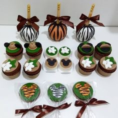 #festamickeysafari hashtag no Instagram • Fotos e vídeos Cupcake Mickey, Mickey Mouse 1st Birthday, Mickey Mouse Cake, Safari Theme Birthday, Safari Birthday Party, Baby Birthday, Safari Cupcakes, Lion King Party, Mouse Parties