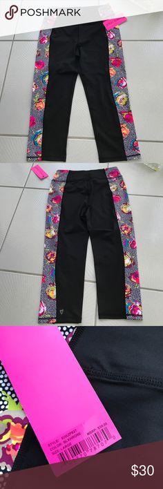 NWT Betsey Johnson Black Rose yoga Capri Pant L NWT Betsey Johnson yoga Capri pants size large. 91 nylon 9 spandex  🚫No trades ✅ Reasonable offers considered  🚭 Smoke free home Betsey Johnson Pants Track Pants & Joggers