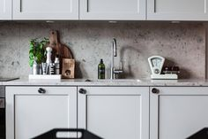 kitchen in grey and stone table tops...