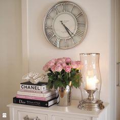 Home sweet home. Glass Vase, Sweet Home, Glamour, Interior Design, Instagram Posts, Bedroom Ideas, Home Decor, Closet, Fotografia