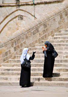 Muslim Women in Temple Mount - Jerusalem, Israel. See more: www.UnhookNow.blogspot.com