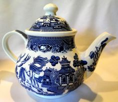 WILLOW BLUE China Tea Pot with Lid Pattern by Churchill England