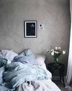 Diy Home : Kalklitir: Kalkfarbe aus Belgien - ListFender Bedroom Inspo, Bedroom Colors, Home Bedroom, Bedroom Wall, Master Bedroom, Bedroom Inspiration, Bedroom Ideas, Painting Textured Walls, Purple Comforter
