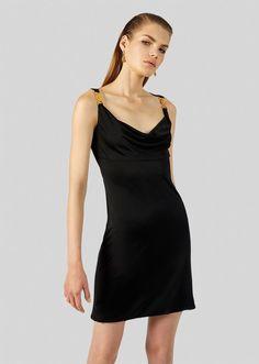 Versace Black Dress, Classic Cocktail Dress, Black Dress Outfits, Dress Black, Beautiful Black Dresses, Frack, Draped Dress, Curvy Fashion, Petite Fashion