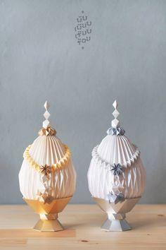 สัมภาษณ์: พับ เพียบ เรียบ ร้อย ศิลปินผู้ร้อยเรียงกระดาษเป็นดอกไม้ไทย / Interview : Pub piab riab roy : paper craft artist