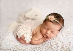 51 Ideas for baby girl newborn photoshoot sweets Newborn Bebe, Newborn Baby Photos, Baby Girl Photos, Baby Poses, Newborn Poses, Newborn Shoot, Newborn Pictures, Baby Girl Newborn, Newborns