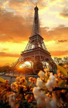 Fin soirée Torre Eiffel Paris, Paris Eiffel Tower, Tour Eiffel, Eiffel Towers, Amazing Photography, Nature Photography, Travel Photography, Photography Backdrops, Eiffel Tower Photography