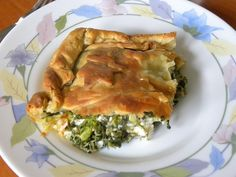 How to Make the Perfect Greek Spanakopita with Video - Kopiaste.to Greek Hospitality Pita Recipes, Greek Recipes, Gourmet Recipes, Healthy Recipes, Marmalade Jam, Greek Pastries, Chocolate Meringue, Spinach Pie, Party Finger Foods