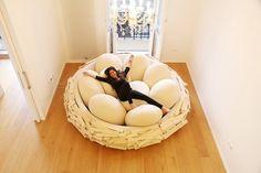 Gigantické ptačí hnízdo jako místo pro relaxaci | Yab