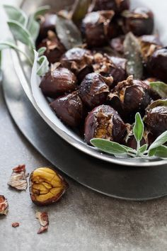 Roasted Chestnuts with Sage Butter. Make a batch of roasted chestnuts with a drizzle of sage browned butter this winter. Sage Butter, Brown Butter, Whole Food Recipes, Snack Recipes, Vegetarian Recipes, Chestnut Recipes, Sweet Potato And Apple, Roasted Chestnuts, Great Desserts
