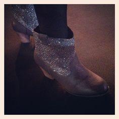 Botines con purpurina, glamour total! #mbfwm #modacosmo