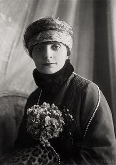 French-Romanian writer Anna de Noailles, 1922. She had friendly relations with the intellectual, literary and artistic elite of the day. In 1906 her image was sculpted by Auguste Rodin; the clay model can be seen today in the Musée Rodin in Paris, and the finished marble bust is on display in the MET.