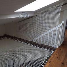 Piazzata in posizione verticale, la rete di protezione diverrà una vera e propria ringhiera per le vostre scale, con un tocco estetico eccezionale.