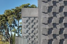 Embassy of Egypt in Lisbon. The facade consists of pre-cast panels of anthracite-pigmented concrete. Precast Concrete Panels, Concrete Wall, Facade Pattern, Architectural Materials, Concrete Architecture, Stone Slab, Facade Design, Window Frames, Brickwork
