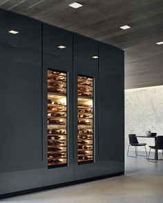 Cave à vin design Modern Kitchen Cabinets, Wine Cabinets, Kitchen Units, Kitchen Cabinet Design, Kitchen Interior, Kitchen Wood, Kitchen Modern, Kitchen Island, Küchen Design