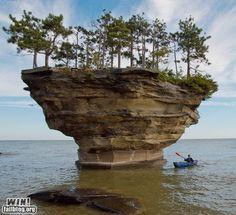 Turnip Rock, just off the Michigan shore in Lake Huron. Near the thumb of the mitten. I wanna kayac here! Beautiful World, Beautiful Places, Dame Nature, Flora Und Fauna, World Geography, Rock Formations, Natural Phenomena, Natural Wonders, Natural World