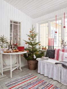 My ideal home — natural decor Summer Christmas, Christmas Feeling, Swedish Christmas, Christmas Porch, Noel Christmas, Scandinavian Christmas, Country Christmas, All Things Christmas, Christmas Decorations