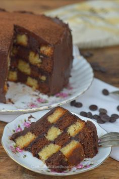 Hoe maak je deze Dambordcake  How to make this checkerboard cake. This Dutch blog has a translation button.
