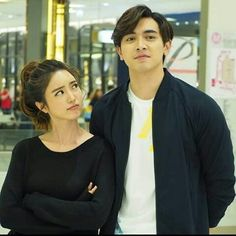 tra barb see chompoo nawasch phupantachsee Cute Love Couple, Best Couple, Cute Couples Goals, Couple Goals, Brother Sister Photos, Couple Photoshoot Poses, Future Photos, Ulzzang Couple, Celebs
