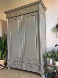 "Antieke landelijke Franse kast ""vergrijsd groen"" Furniture, Painted Furniture, Deco, New Homes, Home Decor, Bedroom Decor, Modern Garden Design, Sideboard Furniture, Clothes Hanger"