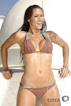 Hermosa  modelo de nacionalidad cubana , Maité Vasquez  en sesión de fotos en bikini . Algunos números para la chica : Estatura: 1.65 metros...