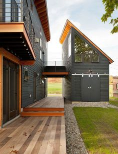 This house is perfect. Modern black but warm with the natural wood and the guest house, studio, office with the balcony