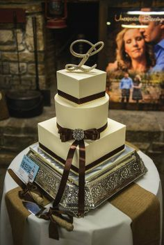 Brown and Ivory square and circle wedding cake // Perfect Capture Photography // Cake: Magpies