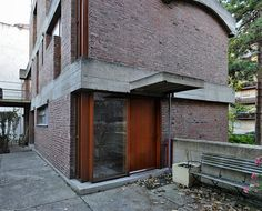 Détail encadrement baie d'angle, brique et béton (Maison Jaoul, Le Corbusier)
