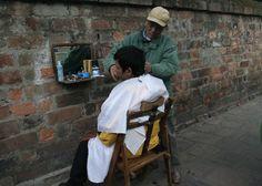 Mencukur Seorang Direktur Bank, Tukang Cukur Ini Mendapatkan Tip Sebesar Rp 700 Juta