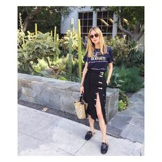 Flash a little leg with a statement skirt and graphic tee Cool Street Fashion, Street Style, Play Clothing, Fashion Gone Rouge, Estilo Blogger, Fashion 2017, Fashion Trends, Fashion Bloggers, Dress To Impress