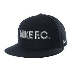 Un buen accesorios siempre le da un plus a tu combinación favorita. Lleva  contigo la gorra Nike F. C. y luce moderno y auténtico. 9176cba0585