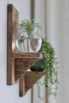 Diy Wood Projects Discover Set of 2 Candle Holders Set of 2 Candle Holders Wooden Wall Shelves, Wooden Walls, Floating Shelves, House Plants Decor, Plant Decor, Diy Wood Projects, Woodworking Projects, Diy Bedroom Decor, Diy Home Decor